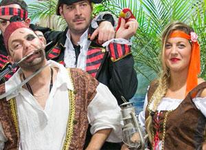Animateurs pour enfants costumé en pirate dans le cadre d'une journée à thème en entreprise