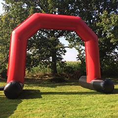 Grande arche d'entrée gonflable disponible à la location