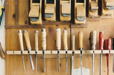 Outils de l'atelier d'un décorateur professionnel