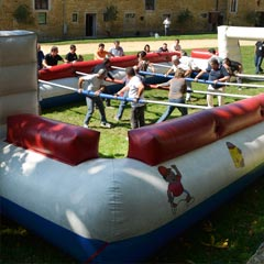 location du baby-foot humain avec sa structure gonflable
