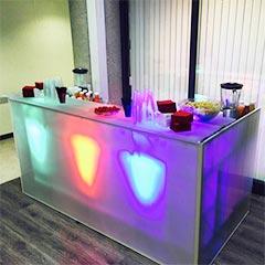 Meuble de bar design et lumineux avec rangement intégré