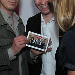 Utilisateurs de la borne interactive avec leur photo personnalisée