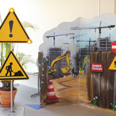 décors en bois sur le thème de la construction