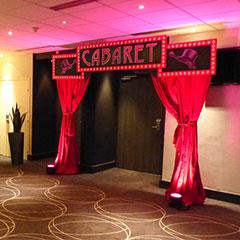 Porche d'entrée de salle sur le thème du Cabaret