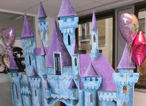 Salle décorée sur le thème des contes de fées lors d'un événementiel enfants en entreprise