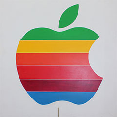 Ancien logo d'apple en bois peint