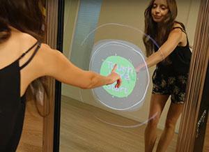 animation digitale pour un événement avec le miroir tactile