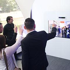 Borne géante de réalité augmentée lors d'une animation événementielle