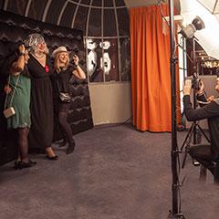 Participants qui prennent la pose pour un photocall