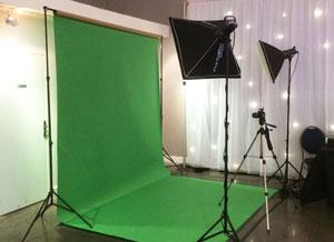 Le studio de photo avec fond vert