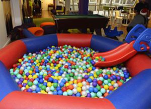 Location de bulles gonflables pour bassin et sur herbe for Boules pour piscine