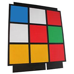 Panneau de bois représentatn une facette de rubik's cube