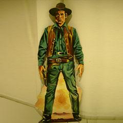SIlhouette en bois peint représentant un cowboy