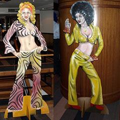 silhouettes en bois peint de femmes 70's